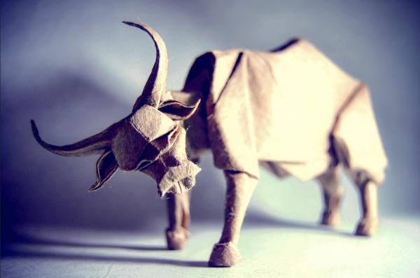 """""""Origami Water Buffalo"""" design - Nguyen Hung Cuong, pliat de Gonzalo Garcia Calvo"""