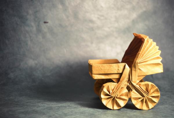 """Origami Carrozzina (Pram)"" design - Roberto Gretter, pliat de Gonzalo Garcia Calvo"