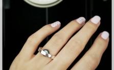 araina_rings_pearl_hand