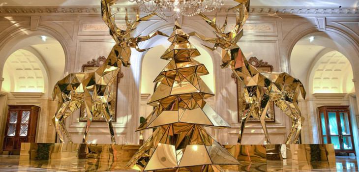 http://www.pursuitist.in/electric-light-bulb-christmas-tree-gold-reindeer-four-seasons-hotel-george-v-paris/